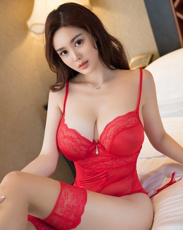 Sexy erotic red nude lady